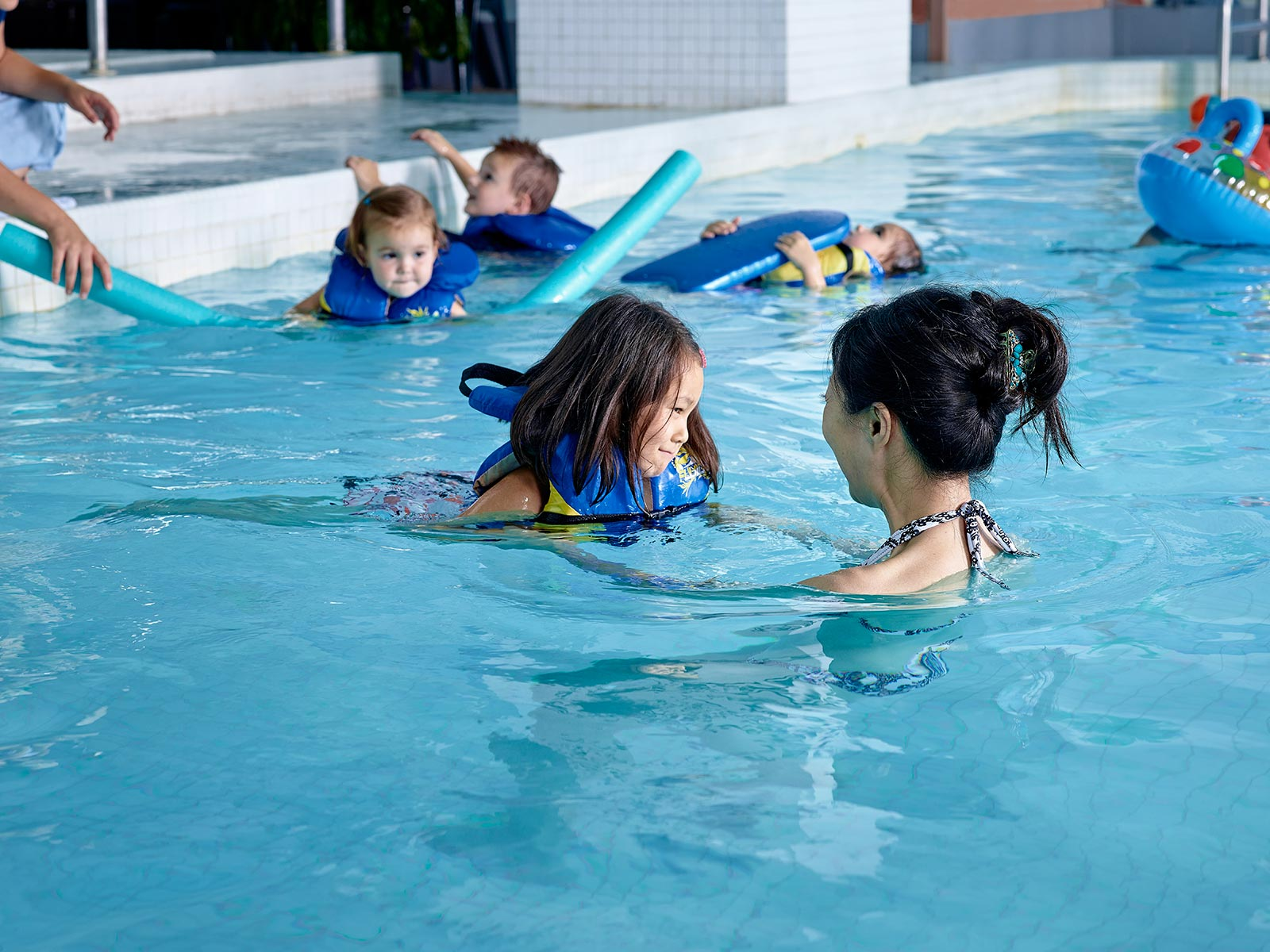 Family hotel with fun activities chelsea hotel toronto - Swimming pool activities for kids ...
