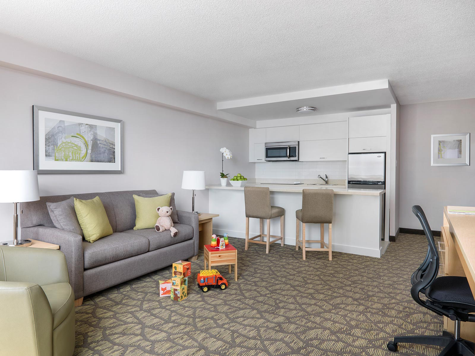 hotel with living room two bedroom hotel suite for families chelsea hotel toronto 14923